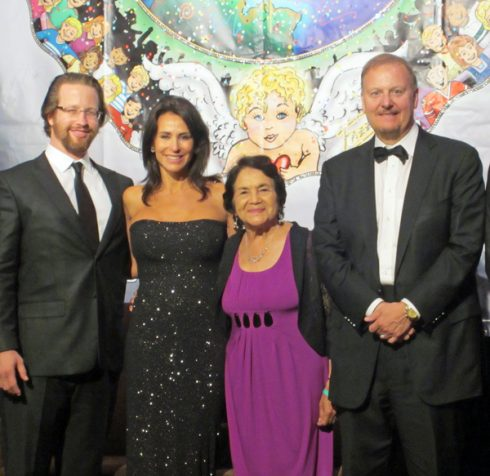 Jefferson Awards Chairman Joe Sanberg, Giselle Fernandez, National Award Winner and Humanitarian Dolores Huerta, and Charles Fazzino