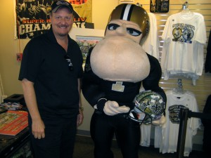 charles-fazzino-new-orleans-saints-mascot-helmet-LR