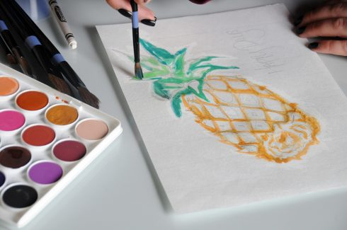 Painting a pineapple with watercolors