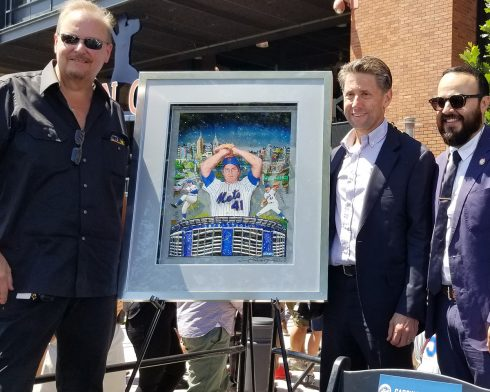 Charles Fazzino with Jeff Wilpon and NYC Councilman Francisco Moya unveil the Tom Seaver Mets artwork